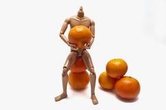 Mandarinen und Plastikpuppe Stockfotos
