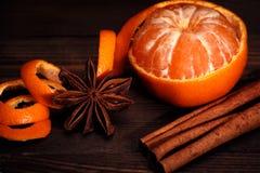 Mandarinen- und Weihnachtsgewürze Stockbild