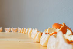 Mandarinen zugebereitet für das Essen Stockfotos