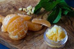Mandarinenlippe und -Körperpeeling Lizenzfreies Stockfoto