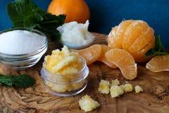 Mandarinenlippe und -Körperpeeling Lizenzfreie Stockfotografie
