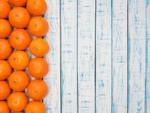 Mandariner på en trätabell Royaltyfria Foton