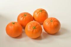 mandariner på vit bakgrund royaltyfria foton