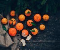 Mandarines à bord photos stock