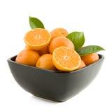 Mandarines dans une cuvette photo stock