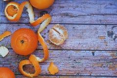Mandarines de mandarines sur le fond en bois L'espace libre pour votre texte Photos libres de droits