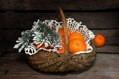 Mandarines en la cesta Fotografía de archivo libre de regalías