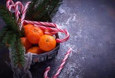 Mandarines et canne de sucrerie Fond de Noël Photo stock
