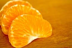 Mandarines na drewnianej desce zdjęcie royalty free