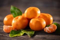 Mandarines, obrany tangerine i tangerine plasterki, Zdjęcie Stock