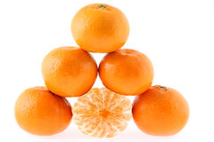 Mandarines, pirámide en el fondo blanco Foto de archivo libre de regalías