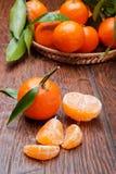Mandarines sur la table en bois Images stock