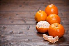 Mandarines sur la table en bois photographie stock