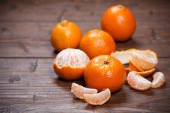 Mandarines sur la table en bois photographie stock libre de droits
