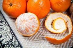 Mandarines sur la table en bois photo libre de droits