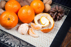 Mandarines sur la table en bois image stock