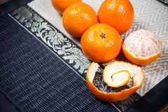 Mandarines sur la table en bois photographie stock
