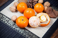 Mandarines sur la table en bois image stock