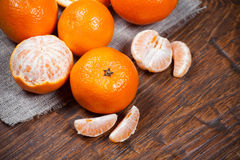 Mandarines sur la table en bois photo libre de droits