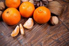 Mandarines sur la table en bois images libres de droits