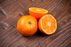 Mandarines sur la table en bois photo stock