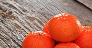 Mandarines sur une table en bois Images libres de droits
