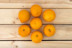 Mandarines sur une table en bois Image libre de droits