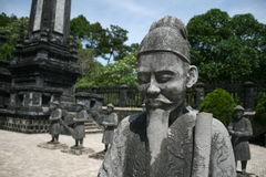 Mandarinestatue am Grab von Khai Dinh Stockfotografie