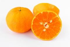 Mandarinfrukt på isolerad vit bakgrund - Fotografering för Bildbyråer