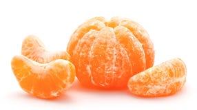Mandarini arancio isolati su un bianco Immagine Stock