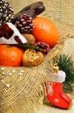 Mandarini di Natale, dolce turco; lokum, pinecone e fragile immagine stock