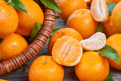 Mandarini freschi con le foglie Fotografie Stock