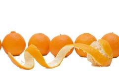 Mandarini freschi isolati su priorità bassa bianca Fotografia Stock