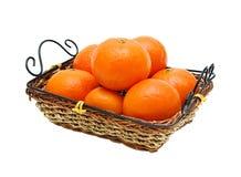 Mandarini nel cestino di vimini Fotografie Stock Libere da Diritti