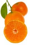 Mandarino fresco con i fogli, fine in su immagine stock