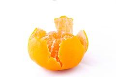 mandarino Mezzo aperto (mandarino) su fondo bianco Fotografie Stock Libere da Diritti