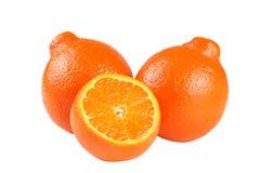 Mandarino o mandarino arancio con le fette isolate su fondo bianco Fotografia Stock