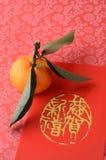 Mandarino sul pacchetto rosso Fotografia Stock