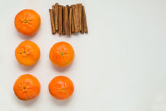 Mandarins and cinnamon sticks, top view Royalty Free Stock Photos