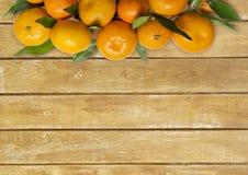 mandarins Tangerinnärbild på en träbakgrund Royaltyfri Fotografi