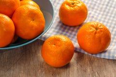 Mandarins in wicker basket Royalty Free Stock Photography