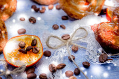 Mandarynów plasterki, ciastka, serca, koronkowy łęk 42 Zdjęcie Stock