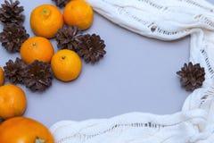Mandaryny i rożki w Bożenarodzeniowym składzie Zdjęcie Stock