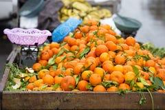 Mandaryny na ulicznym kramu Fotografia Stock