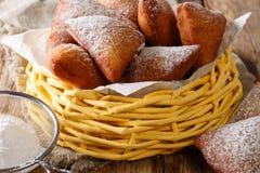 Mandazi of dabo, of de Doughnut dichte omhooggaand van de Zuiden Soedanese Kokosnoot binnen stock afbeelding