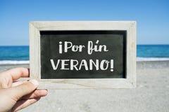 Mande un SMS al verano de la aleta del por, finalmente verano en español fotos de archivo libres de regalías