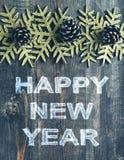 Mande un SMS a la Feliz Año Nuevo en un fondo de madera de la textura en estilo del vintage Imagen de archivo