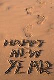 Mande un SMS a la Feliz Año Nuevo en la arena de una playa Fotografía de archivo