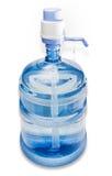 Mandefles met drinkwater en handpomp Stock Foto