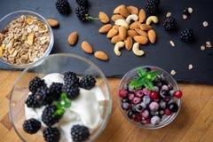 Mandel-, Acajoubaum- und Getreideflocken zum Frühstück Stockbild